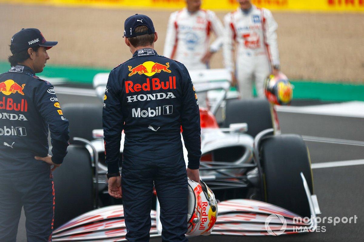 Sergio Pérez, Red Bull Racing y Max Verstappen, Red Bull Racing antes de la presentación del coche de Fórmula 1 de 2022