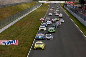 Start zum ADAC GT Masters 2021 in Oschersleben