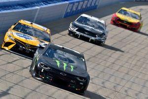 Kurt Busch, Chip Ganassi Racing, Chevrolet Camaro Monster Energy and Kyle Busch, Joe Gibbs Racing, Toyota Camry Pedigree