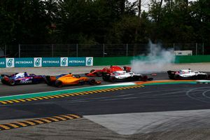Sebastian Vettel, Ferrari SF71H facing the wrong way after making contact with Lewis Hamilton, Mercedes AMG F1 W09 while Lance Stroll, Williams FW41, Sergey Sirotkin, Williams FW41, Fernando Alonso, McLaren MCL33 and Pierre Gasly, Scuderia Toro Rosso STR13