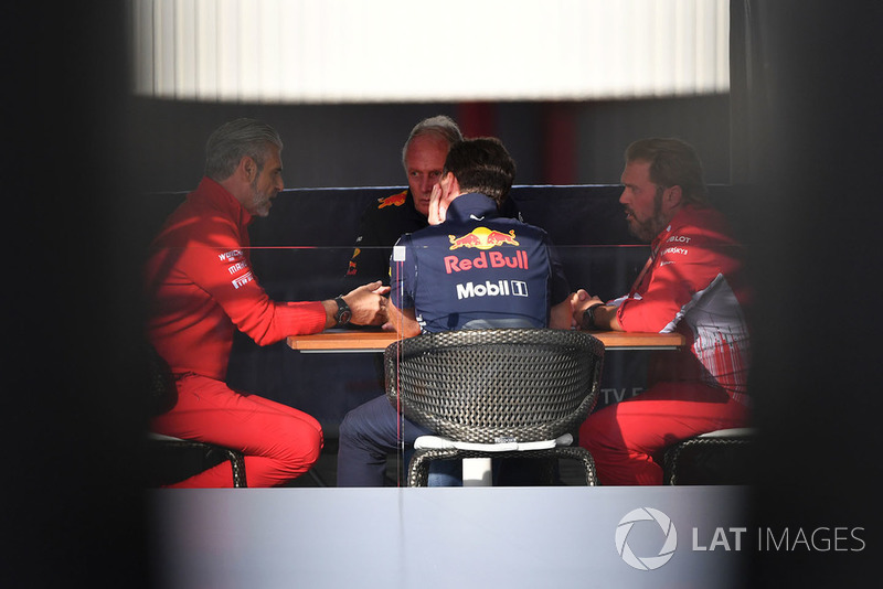 Maurizio Arrivabene, director del equipo Ferrari, Dr. Helmut Marko, consultor de Red Bull Motorsport, Christian Horner, director del equipo Red Bull Racing y Gino Rosato, Ferrari