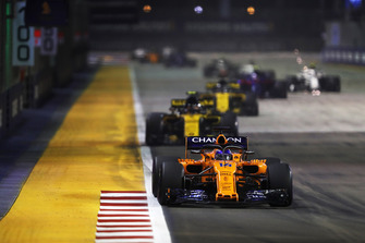 Fernando Alonso, McLaren MCL33, leads Carlos Sainz Jr., Renault Sport F1 Team R.S. 18, and Nico Hulkenberg, Renault Sport F1 Team R.S. 18