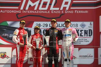 Podio Rookie gara 2, Petr Ptacek (Bhaitech Srl,Tatuus F.4 T014 Abarth #9), Gianluca Petecof (Prema Theodore Racing,Tatuus F.4 T014 Abarth #5), Niklas Krutten (BWT Mucke Motorsport,Tatuus F.4 T014 Abarth #4)