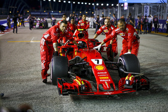 Kimi Raikkonen, Ferrari SF71H op de grid