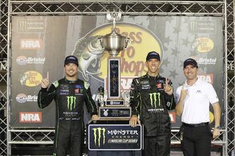 Kurt Busch, Stewart-Haas Racing, Ford Fusion Monster Energy / Haas Automation, festeggia la vittoria in Victory Lane