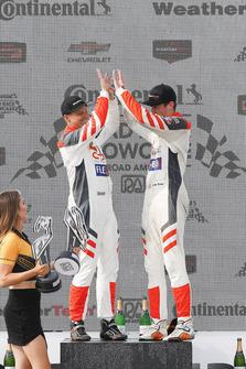 #54 CORE autosport ORECA LMP2, P - Jon Bennett, Colin Braun, podium