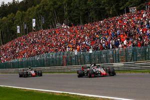 Romain Grosjean, Haas F1 Team VF-18 et Kevin Magnussen, Haas F1 Team VF-18