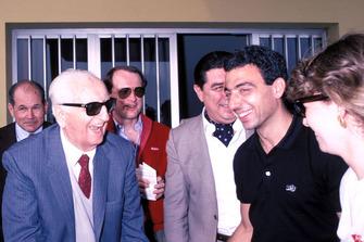 Modena 1986, Enzo Ferrari, Michele Alboreto, Ferrari, con la moglie Nadia, durante la parata dei veterani della Mille Miglia alla fabbrica della Scaglietti