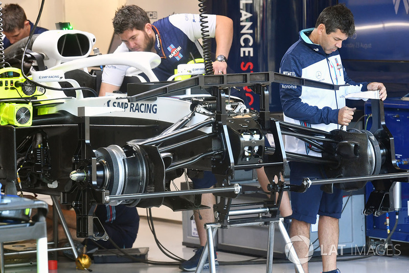 Williams FW41 front suspension