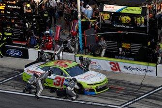 Tyler Reddick, Richard Childress Racing, Chevrolet Camaro Symbicort, pit stop