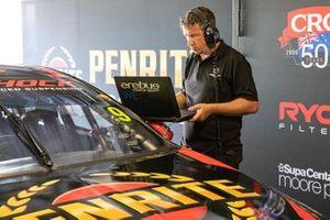 Erebus Motorsport Holden takım elemanı