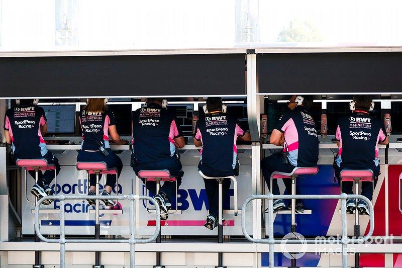 Il team Racing Point al muretto