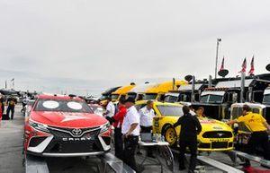 Matt DiBenedetto, Leavine Family Racing, Toyota Camry Dumont JETS, Joey Logano, Team Penske, Ford Mustang Pennzoil