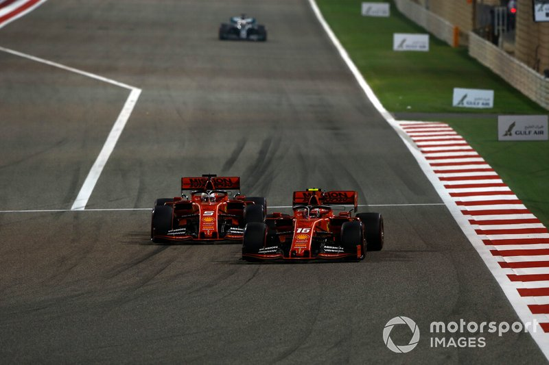 Sebastian Vettel, Ferrari SF90, lotta con Charles Leclerc, Ferrari SF90