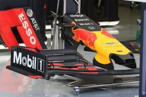 Gros plan de l'aileron avant de la Red Bull Racing RB15