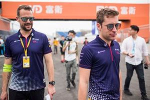 Robin Frijns, Envision Virgin Racing, walks the track with a team member