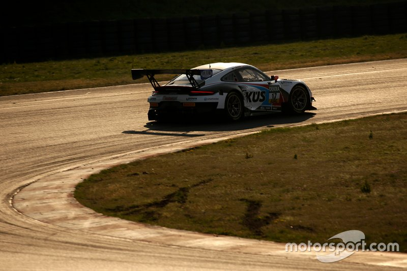 #17 KÜS TEAM75 Bernhard Porsche 911 GT3 R: Klaus Bachler, Timo Bernhard