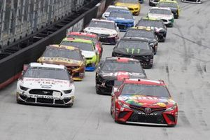 Kyle Busch, Joe Gibbs Racing, Toyota Camry Skittles, Brad Keselowski, Team Penske, Ford Discount Tire