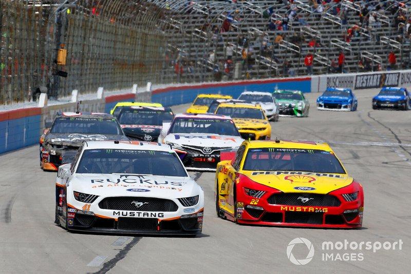 Daniel Suarez, Stewart-Haas Racing, Ford Mustang Ruckus, Joey Logano, Team Penske, Ford Mustang Shell Pennzoil