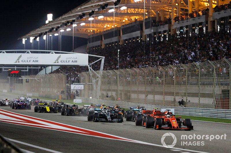 Sebastian Vettel, Ferrari SF90 líder al inicio, Charles Leclerc, Ferrari SF90, Valtteri Bottas, Mercedes AMG W10 y Lewis Hamilton, Mercedes AMG F1 W10