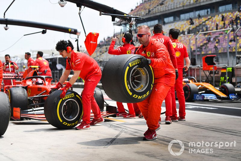 Ferrari mechanics in the pit lane with Charles Leclerc, Ferrari SF90