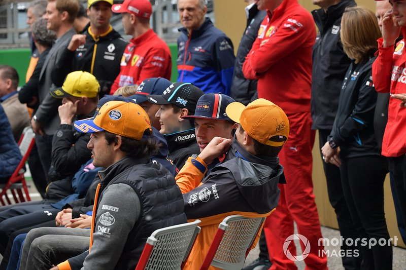 Carlos Sainz Jr., McLaren, Lando Norris, McLaren, y Max Verstappen, Red Bull Racing