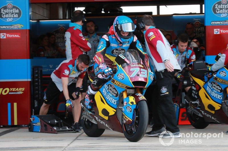 Guille Carrillo pone en marcha la moto de Alex Márquez, Marc VDS Racing