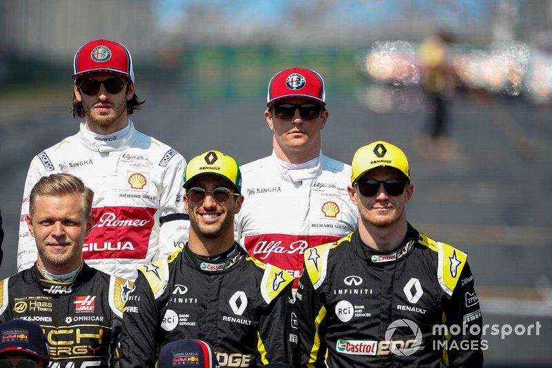 Antonio Giovinazzi, Alfa Romeo Racing e Kimi Raikkonen, Alfa Romeo Racing, dietro a Kevin Magnussen, Haas F1, Daniel Ricciardo, Renault F1 Team, e Nico Hulkenberg, Renault F1 Team