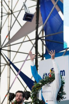 Antonio Felix da Costa, BMW I Andretti Motorsports, 2nd position, throws his trophy into the air