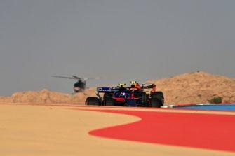 Alexander Albon, Toro Rosso STR14, leads Pierre Gasly, Red Bull Racing RB15
