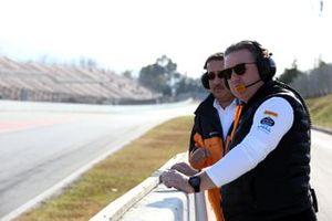 Zak Brown, CEO McLaren Racing e lo Sceicco Mohammed bin Essa Al Khalifa, CEO del consiglio per lo sviluppo economico del Bahrain e azionista McLaren