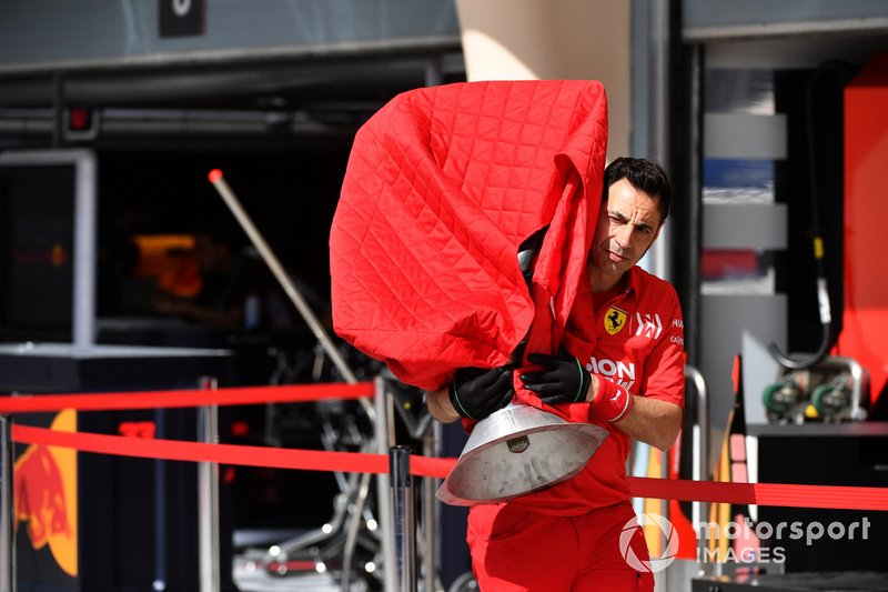 Ferrari SF90 gearbox being carried my mechanic