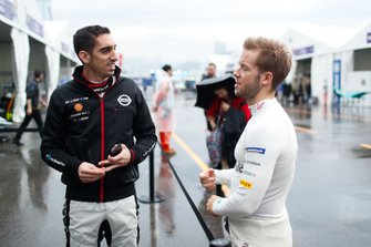 Sébastien Buemi, Nissan e.Dams, Sam Bird, Envision Virgin Racing chat in the pit lane