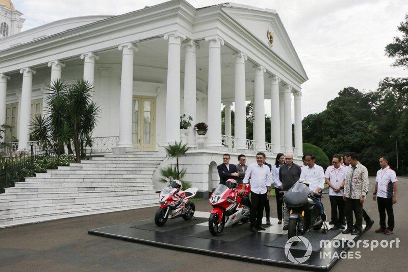 Indonesia Tourism Development Corporation (ITDC) President Director Abdulbar M Mansoer withDorna CEO Carmelo Ezpeleta and President Joko Widodo
