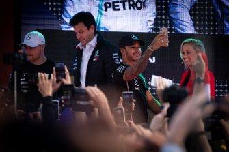 Toto Wolff, director de Mercedes, Lewis Hamilton, Mercedes AMG F1, Valtteri Bottas