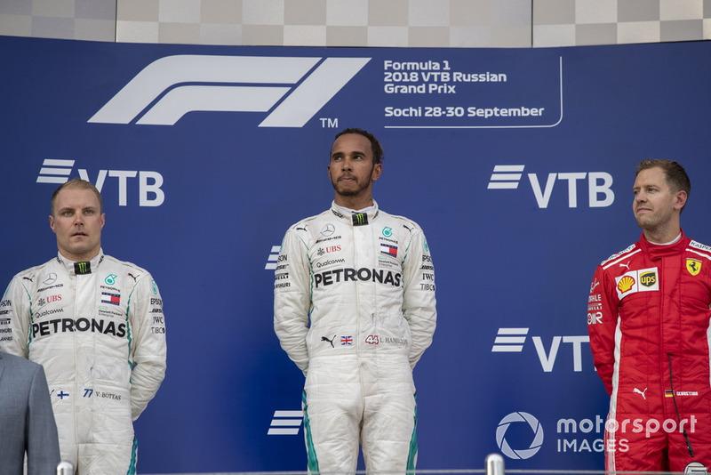 Podio: segundo lugar Valtteri Bottas, Mercedes AMG F1 y Lewis Hamilton, Mercedes AMG F1