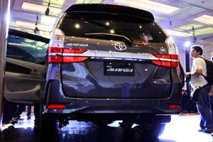 Lampu belakang Toyota New Avanza