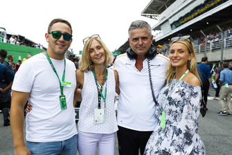 Guests on the grid with Gil de Ferran, Sporting Director, McLaren