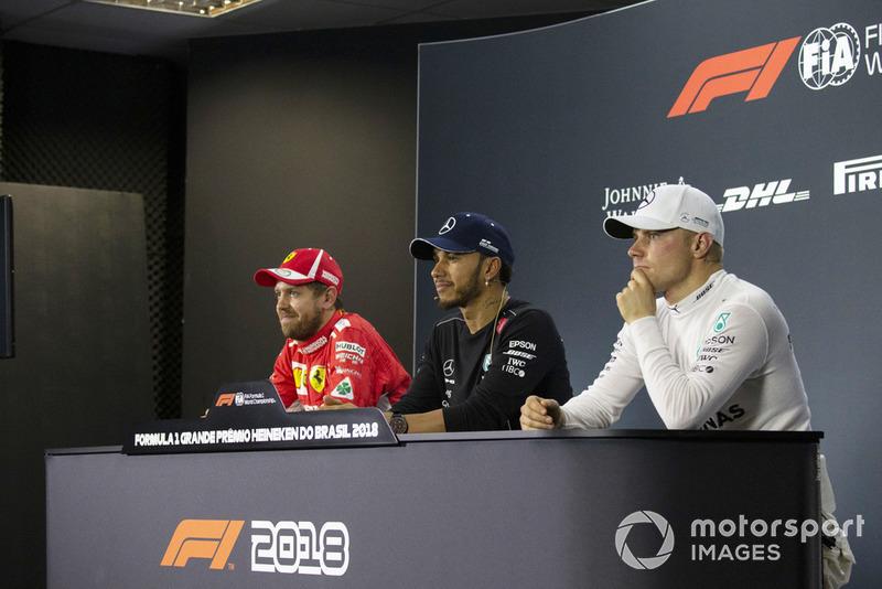 Sebastian Vettel, Ferrari, Lewis Hamilton, Mercedes AMG F1 et Valtteri Bottas, Mercedes AMG F1 lors de la conférence de presse