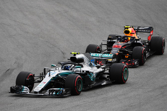 Valtteri Bottas, Mercedes AMG F1 W09 EQ Power+ and Max Verstappen, Red Bull Racing RB14 battle