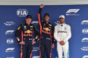 Le poleman Daniel Ricciardo, Red Bull Racing, Max Verstappen, Red Bull Racing, Lewis Hamilton, Mercedes AMG F1