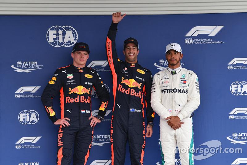 Il poleman Daniel Ricciardo, Red Bull Racing, Max Verstappen, Red Bull Racing, Lewis Hamilton, Mercedes AMG F1