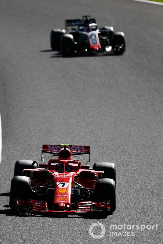 Kimi Raikkonen, Ferrari SF71H, Romain Grosjean, Haas F1 Team VF-18