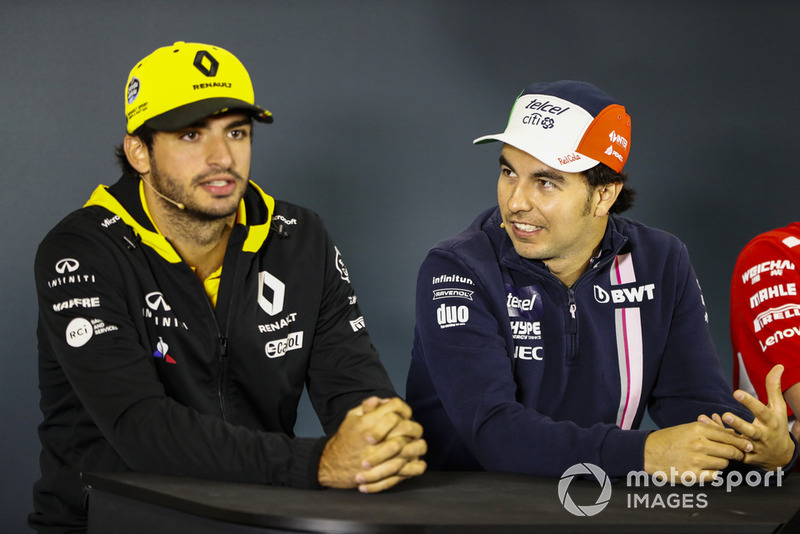 Sergio Perez, Force India, y Carlos Sainz Jr., Renault Sport F1 Team, en la conferencia