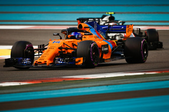 Fernando Alonso, McLaren MCL33 leads Kevin Magnussen, Haas F1 Team VF-18