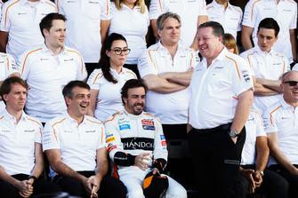 Fernando Alonso, McLaren, and Zak Brown, Executive Director, McLaren Racing, join the McLaren team for a photo call
