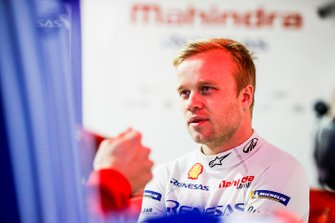 Felix Rosenqvist, Mahindra Racing in the garage
