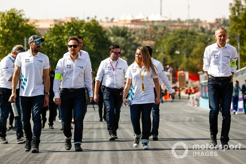 Gary Paffett, HWA Racelab, walks the track with his team