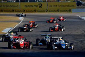 Гуанью Жоу, PREMA Theodore Racing Dallara F317 - Mercedes-Benz, Никита Троицкий, Carlin Dallara F317 - Volkswagen