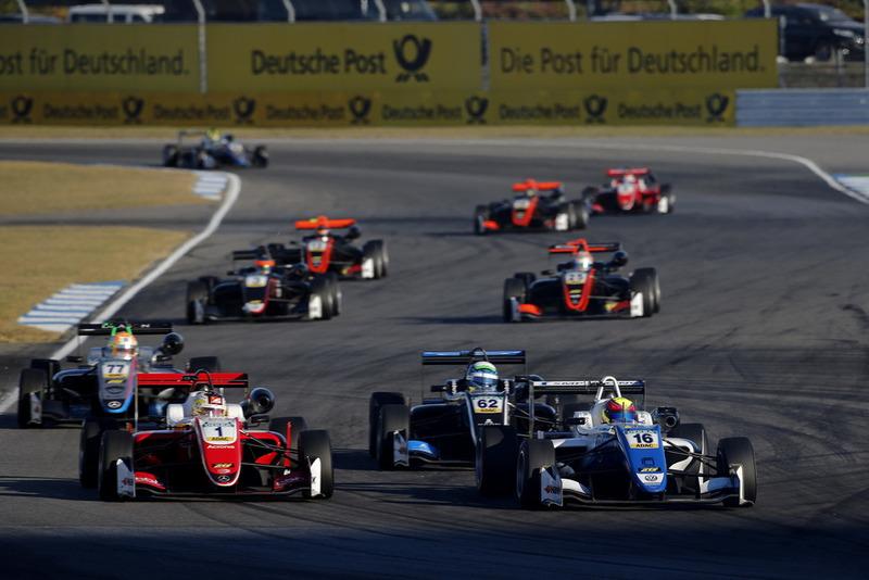 Guanyu Zhou, PREMA Theodore Racing Dallara F317 - Mercedes-Benz, Nikita Troitskiy, Carlin Dallara F317 - Volkswagen